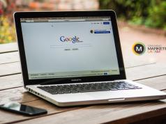 Notebook con navegador abrierto con google